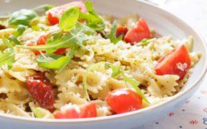 Salade de pâtes poulet et tomates | recettes faciles et healthy